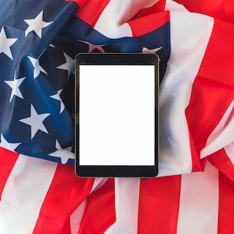 米国の旗をタブレットします。
