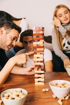 Настольная концепция игры с друзьями