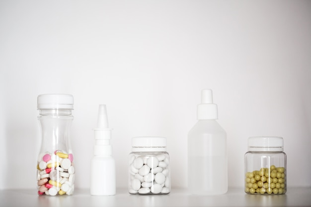 Таблетки в бутылке.