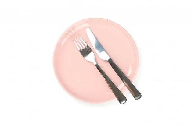Посуда и столовые приборы, изолированные на белом