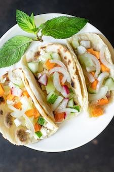 타코 야채 박제 플랫브레드 도너 케밥 피타 식사 스낵 테이블 복사 공간 음식