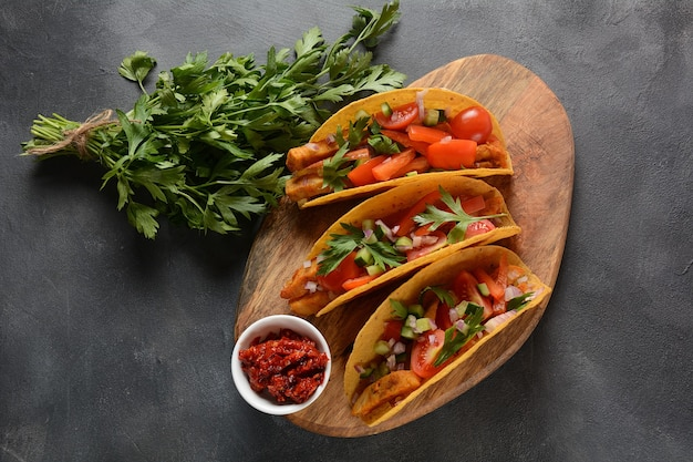 Tacos with grilled chicken and vegetables