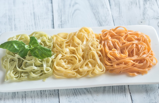 Tagliatelle with basil and tomatoes