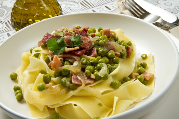 Tagliatelle with pea and ham