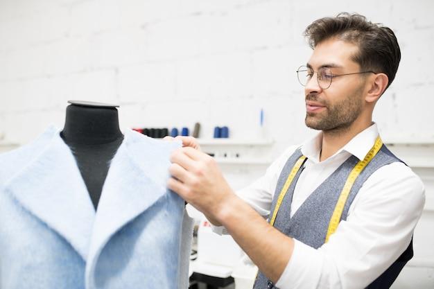 Tailor dressing mannequin