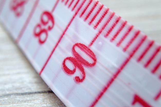 赤い数字で巻尺を調整します。