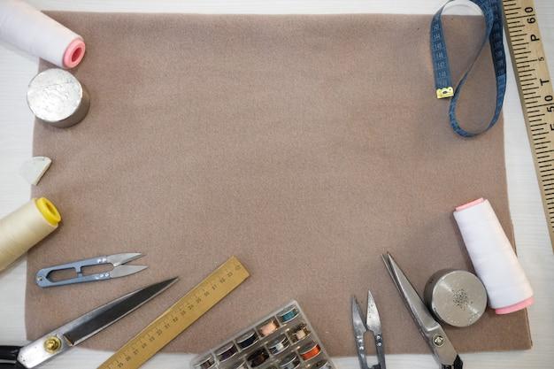 텍스트를위한 공간이있는 걸레에 재단사의 도구