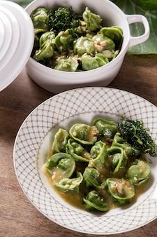 椎茸、栗、にんにくがたっぷり入ったタイオバカプレッティ。イタリア料理