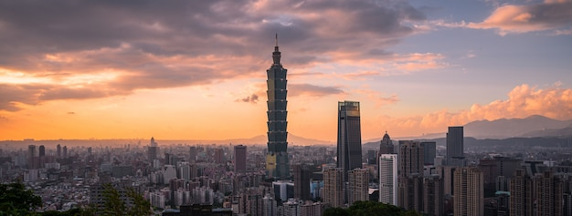 Taipei cityscape view from the elephant mountain xiangshan with sunset twilight background