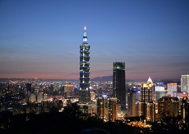 Ночной вид в центре тайбэя