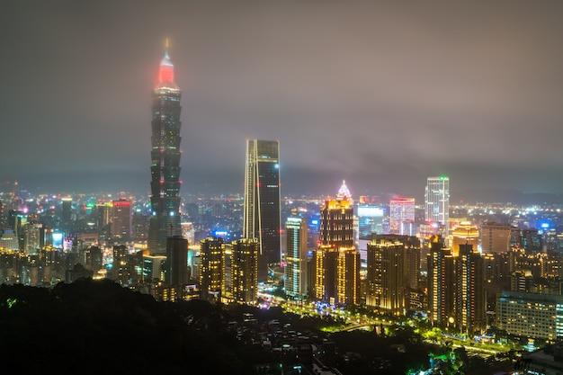 밤에 타이페이 스카이 라인 대만 중국