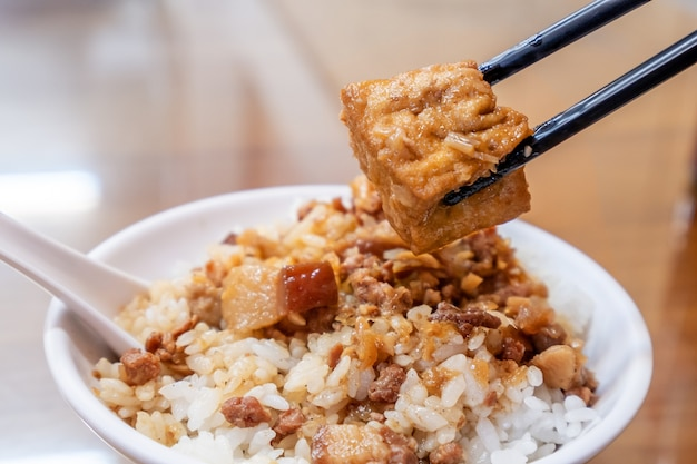 Taiwan famous food - braised pork and fried tofu on rice. soy-stewed pork rice, taiwan delicacies, taiwan street food Premium Photo