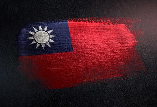 グランジダークウォールのメタリックブラシペイントで作られた台湾の旗