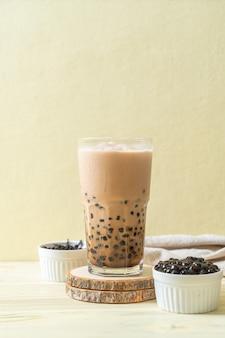 泡のある台湾ミルクティー-人気のアジアの飲み物