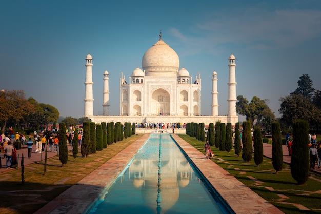 インド、アグラのタージマハル記念碑。