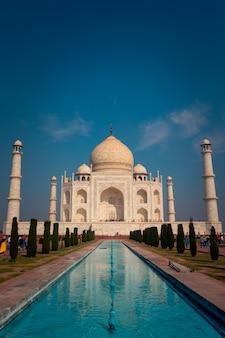 Тадж махал памятник в агре, индия.