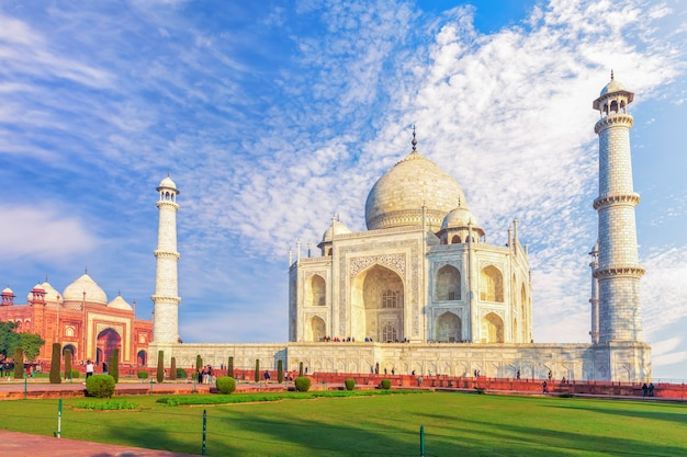 Taj mahal tomb and the western mosque, sunny day view, agra, india.