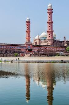 Taj-ul-masajid the largest mosque in india. bhopal, india