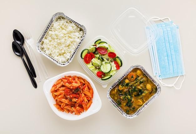 Еда на вынос в одноразовых контейнерах