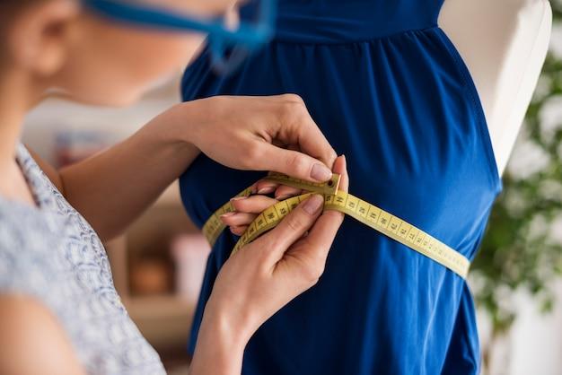 Prendendo misure sul manichino