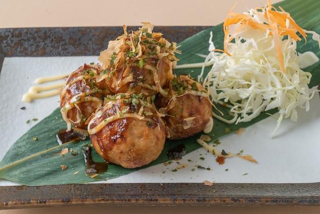Пельмени с шариками такояки или шарики из осьминога - японская кухня