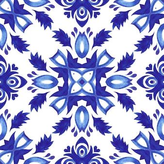 タラベラセラミック手描きタイルシームレス装飾水彩ペイントパターン。クロスモチーフの地中海。ポルトガル風セラミックタイルデザイン