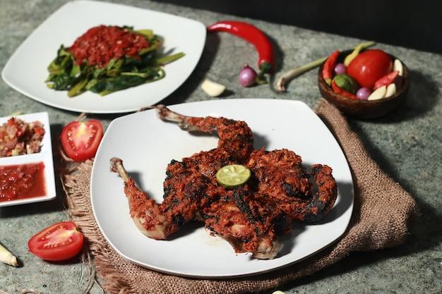 Курица таливанг с острым индонезийским вкусом
