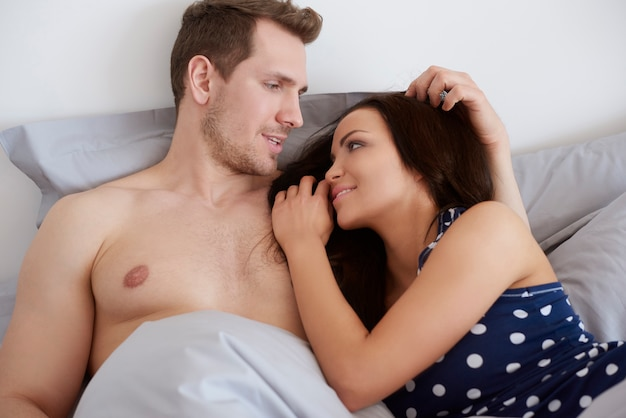 朝ベッドで話す