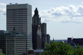 背の高い都市の建物