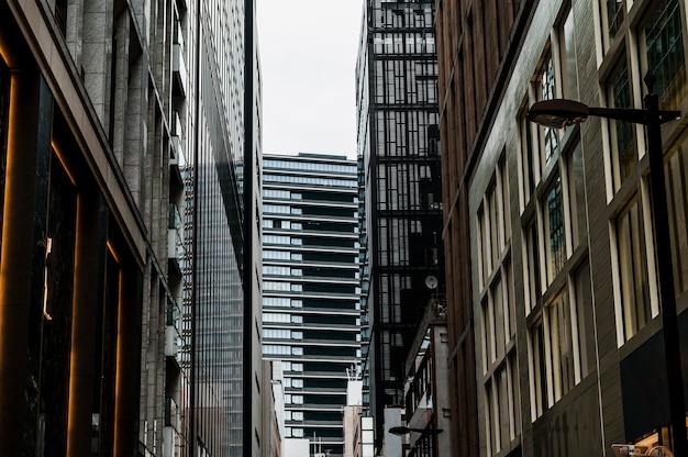Высокие офисные современные здания