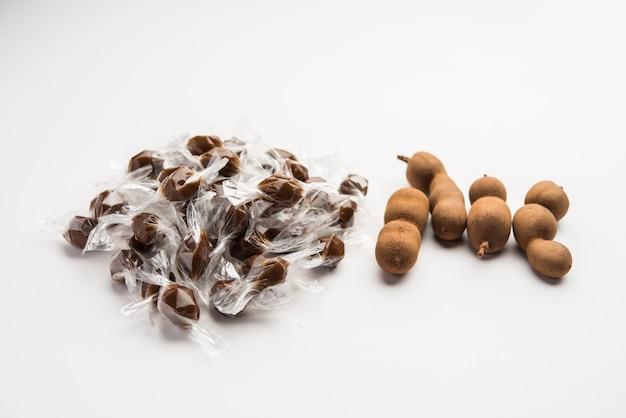 タマリンドキャンディーまたはイムリポップは、タマリンドインディカパルプと砂糖またはジャガリーでできており、両端をねじった小さなプラスチックラッパーで包まれています。