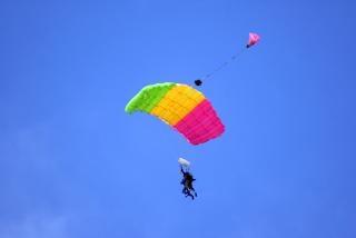 Tandem parachuting, glider