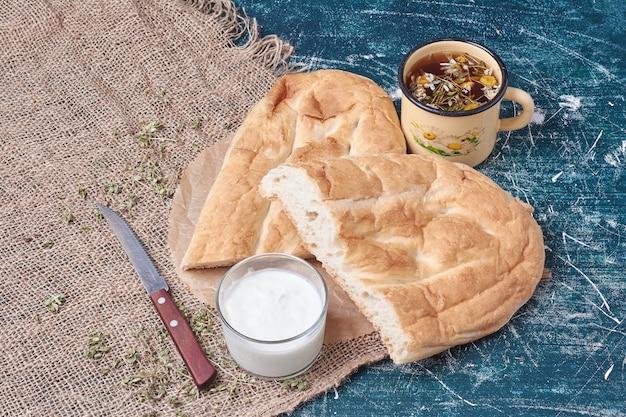 ヨーグルトとお茶のタンディールパン。