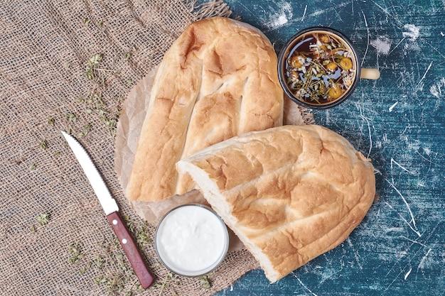 ヨーグルトとお茶のタンドールパン。