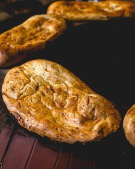 Тандир хорак традиционный азербайджанский приготовленный хлеб в специальном духовом шкафу