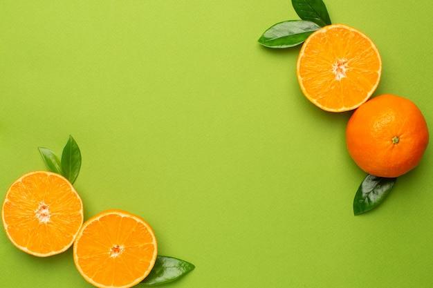 Мандарин, фруктовая лепешка, летний минимальный состав с copyspace