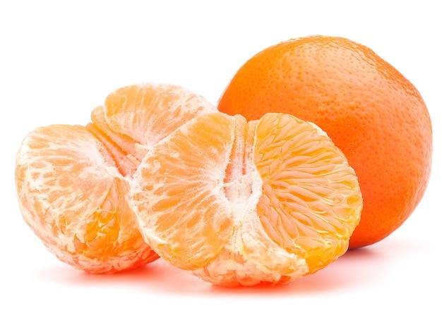 Мандарин или мандарин, изолированные на белом фоне вырез