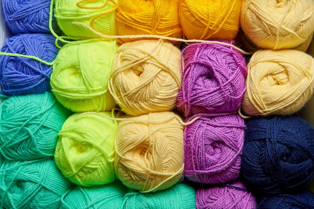 Tangles of multi-colored yarn for knitting