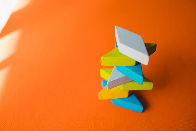 교육 및 창의적인 개념을위한 tangram 퍼즐 사용
