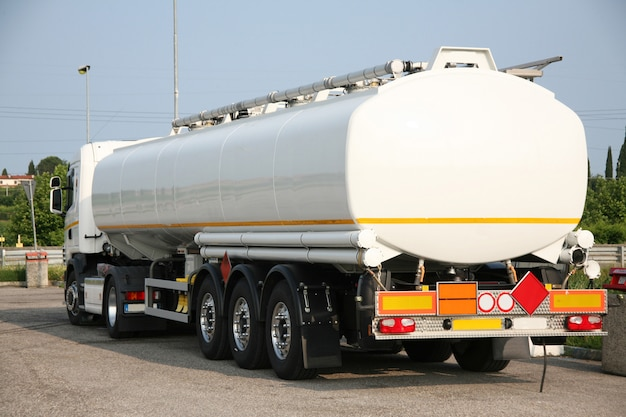 Tanker for the transport of solvent