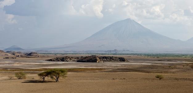 タンザニ火山、オルドイニョレンガイ、タンザニア、アフリカ