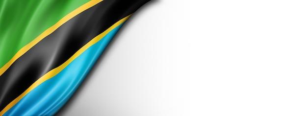 白で隔離されるタンザニアの旗。水平方向のパノラマバナー。