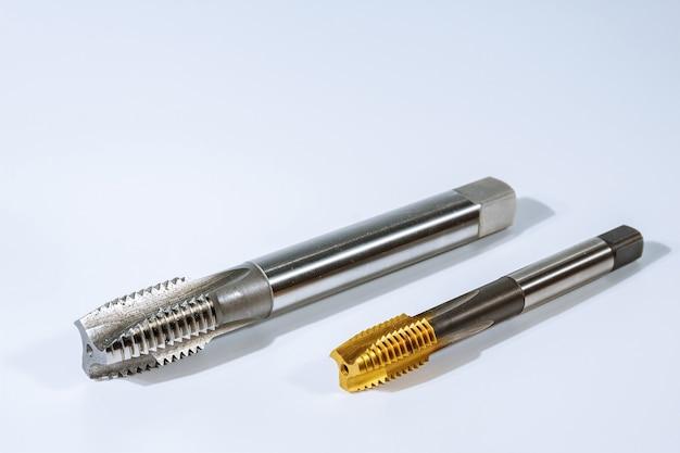 금속 나사 가공용 탭. 금속 가공용 도구.