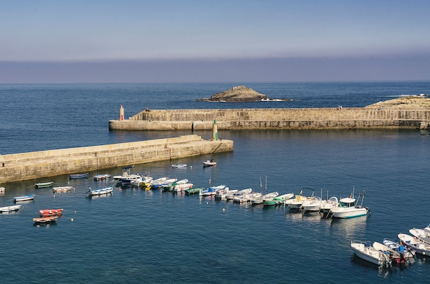 Тапия casariego морской сцены маяка в астурии, испания