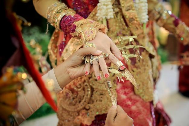 Tari pagar pengantin、パレンバン、インドネシアの伝統的な結婚式
