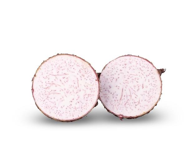 里芋、白で分離された里芋のスライス