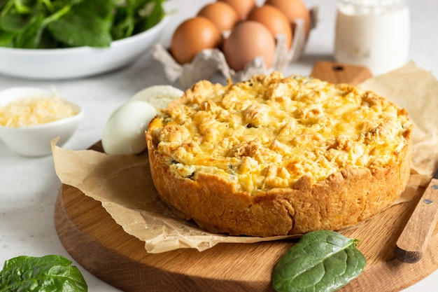 Tart or pie with spinach, ricotta and eggs.