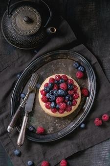 Tart with fresh berries