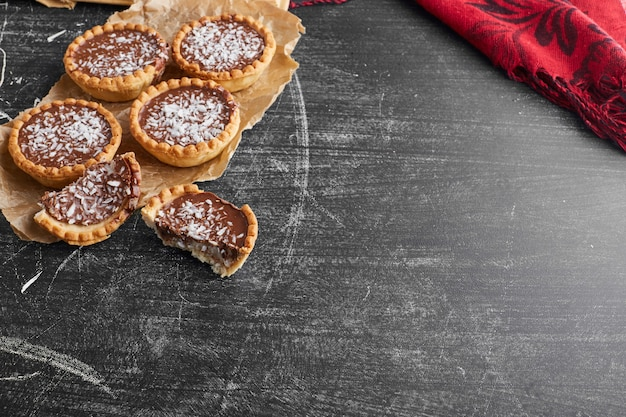 Tartalettes with chocolate stuffing and coconut.