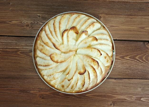 リンゴで満たされたノルマンディーで作られたタルトノルマンディーバリアントアップルタルト